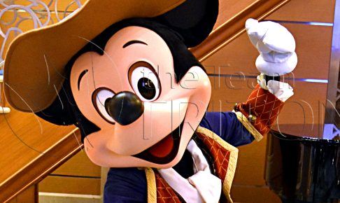 mickey-greeting-dcl-pirate