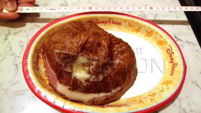 epcot-france-boulangerie-patisserie-ham-cheese-croissant