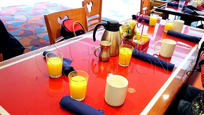 chef-mickeys-table-001