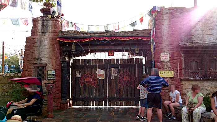 AK-Alive-with-the-Magic-entrance-asia-003