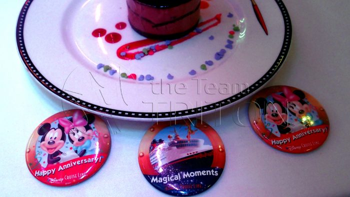 DCL-dinner-plate-button-001