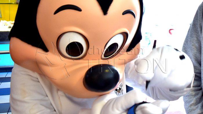 chef-mickeys-greeting-mickey-002