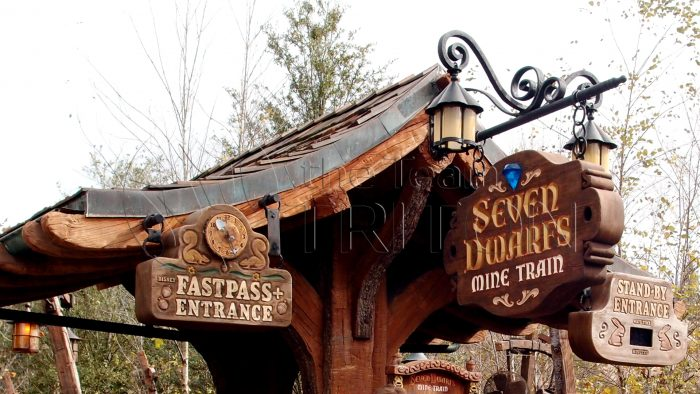 MK-seven-dwarfs-mine-train-signboard-001