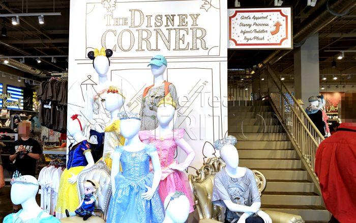 DS-The-Disney-Corner-stairs-001