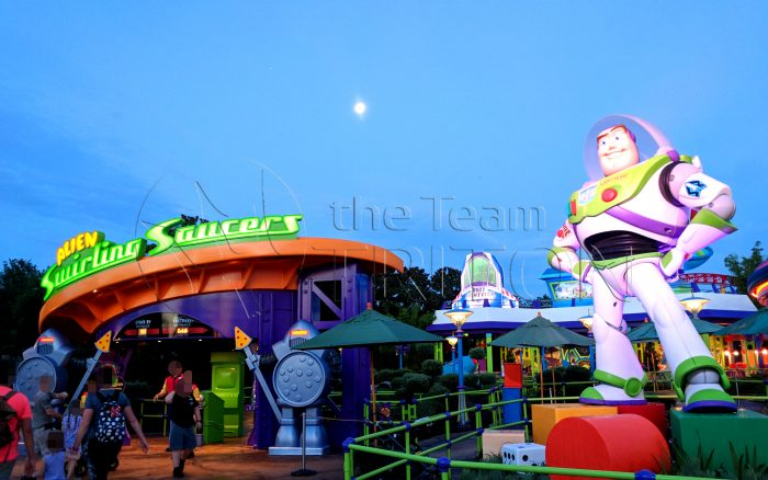 Toy-Story-Land-Alien-Swirling-Saucers-entrance-exterior-001
