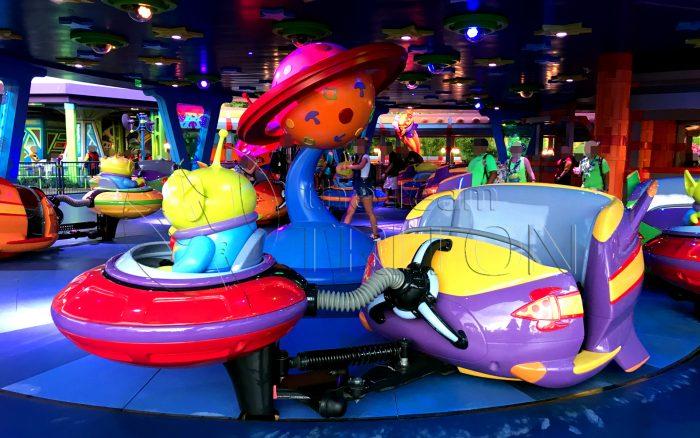 Toy-Story-Land-Alien-Swirling-Saucers-inside-rides-001