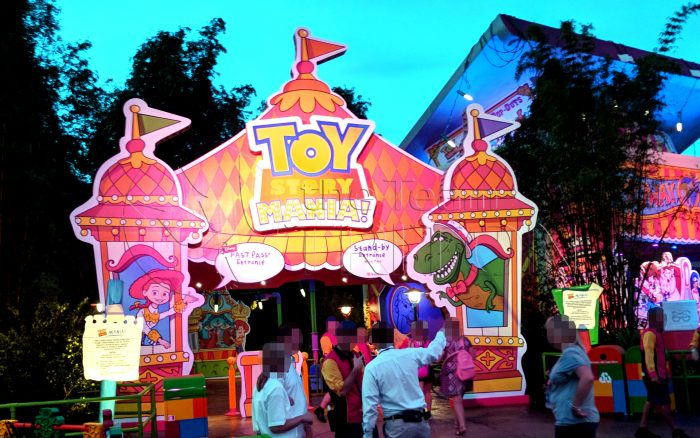 Toy-Story-Land-Toy-Story-Mania-entrance-exterior-001