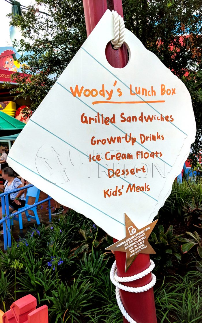 Toy-Story-Land-Woodys-Lunch-Box-exterior-sign-board-001