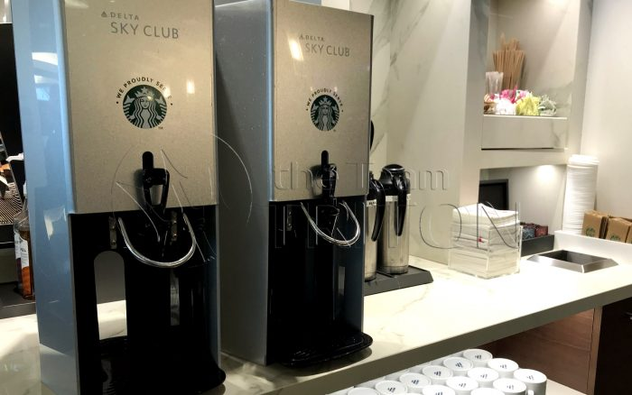 MSP-Delta-Sky-Club-hot-drink-server-starbucks-coffee-001
