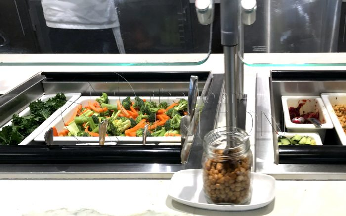 MSP-Delta-Sky-Club-hot-food-section-001