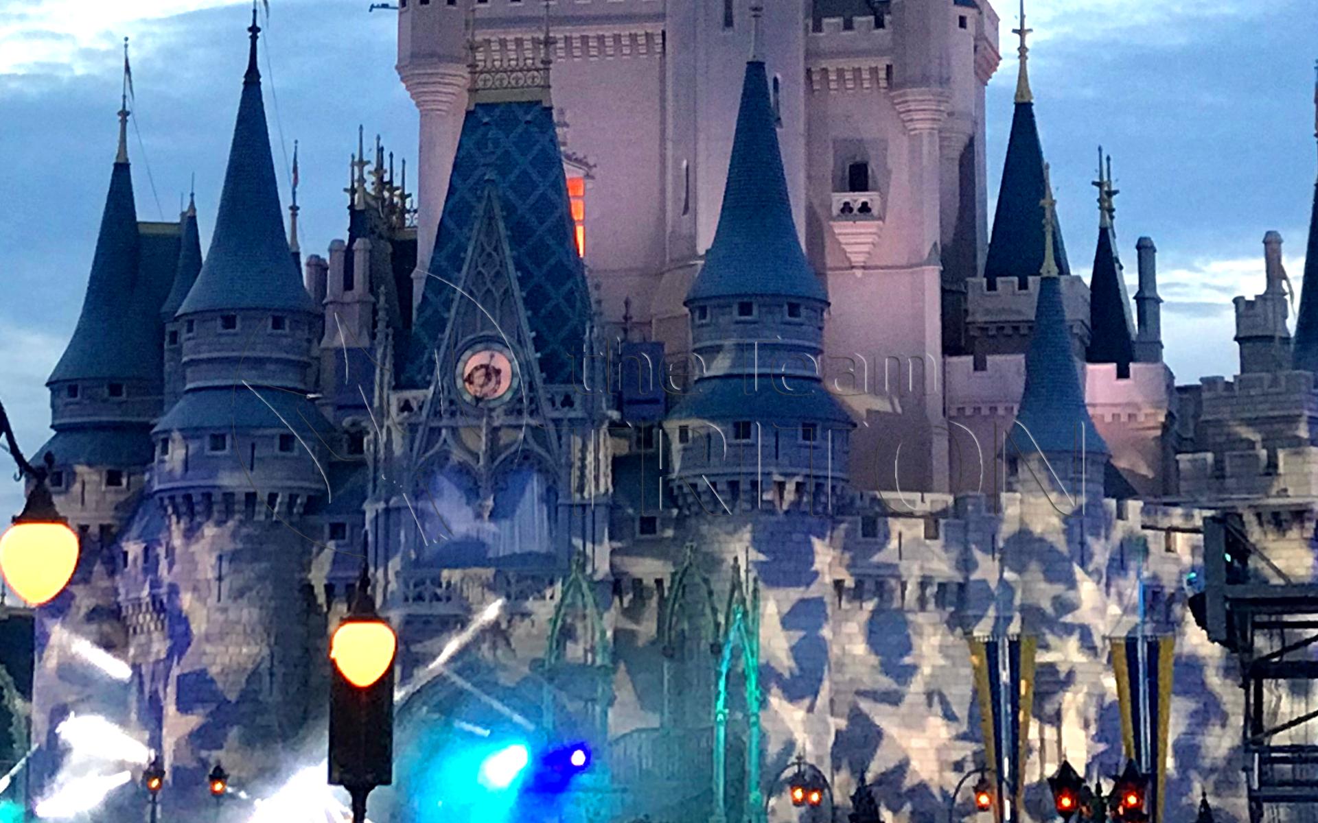 MK-Cinderella-Castle-4th-of-July-2018-001