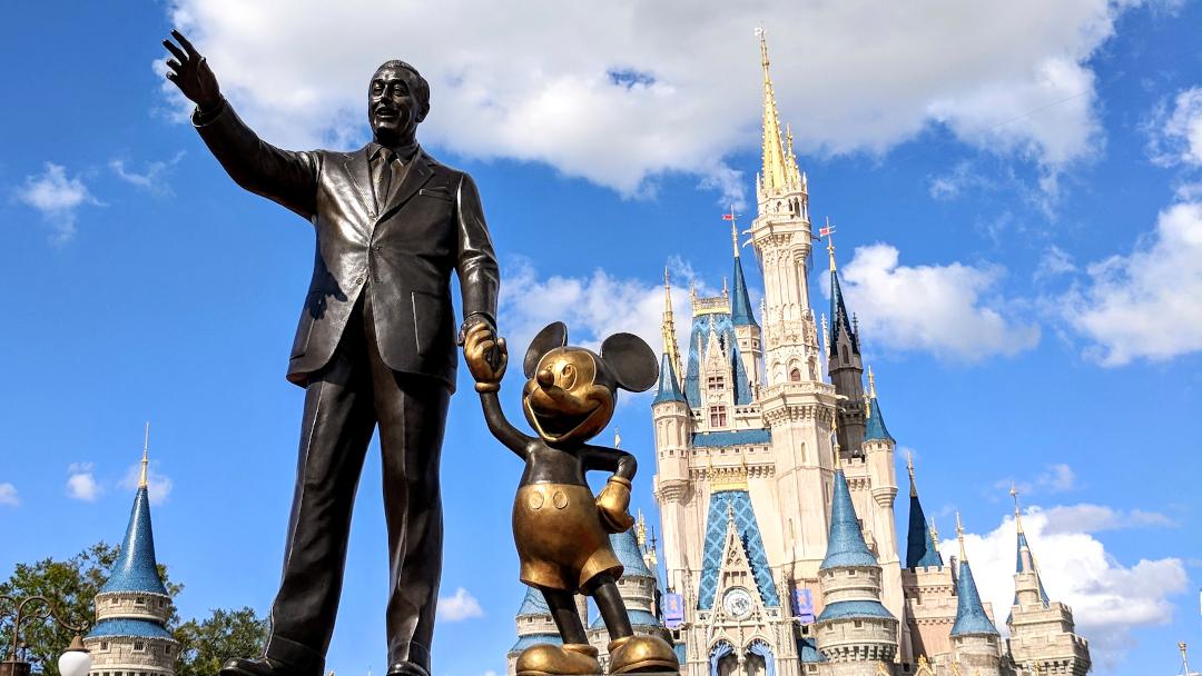 Castle-Mickey-Walt-eyecatch-1080-608-001