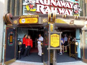 Mickey-and-Minnies-Runaway-Railway-Fastpass-Entrance-001